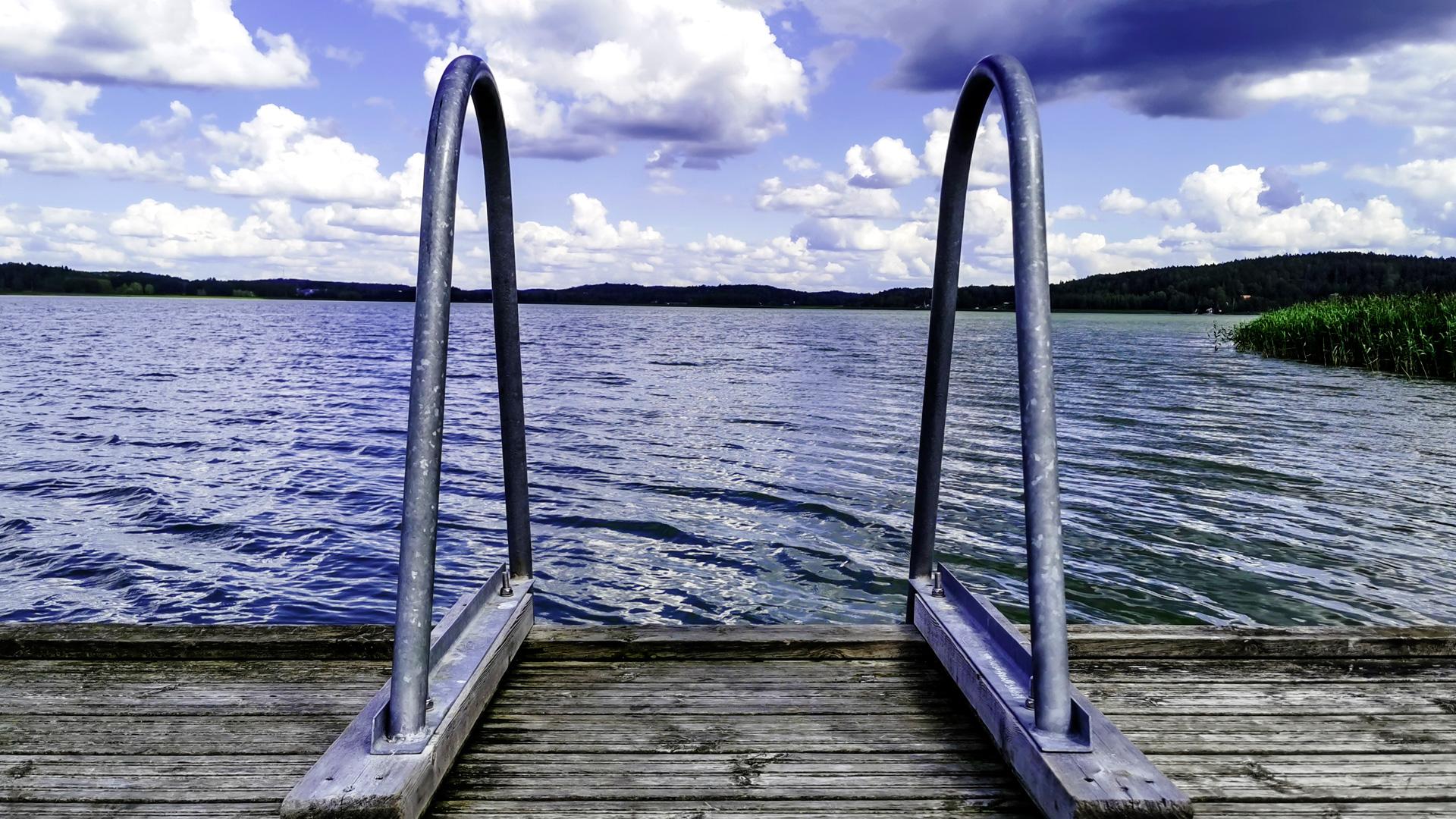 Laituri ja portaat veteen