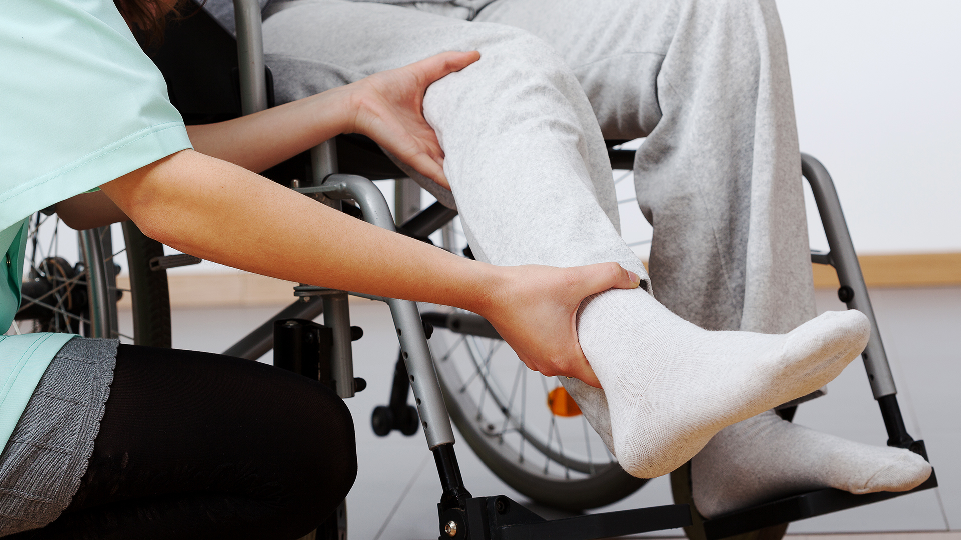 Ihminen pyörätuolissa